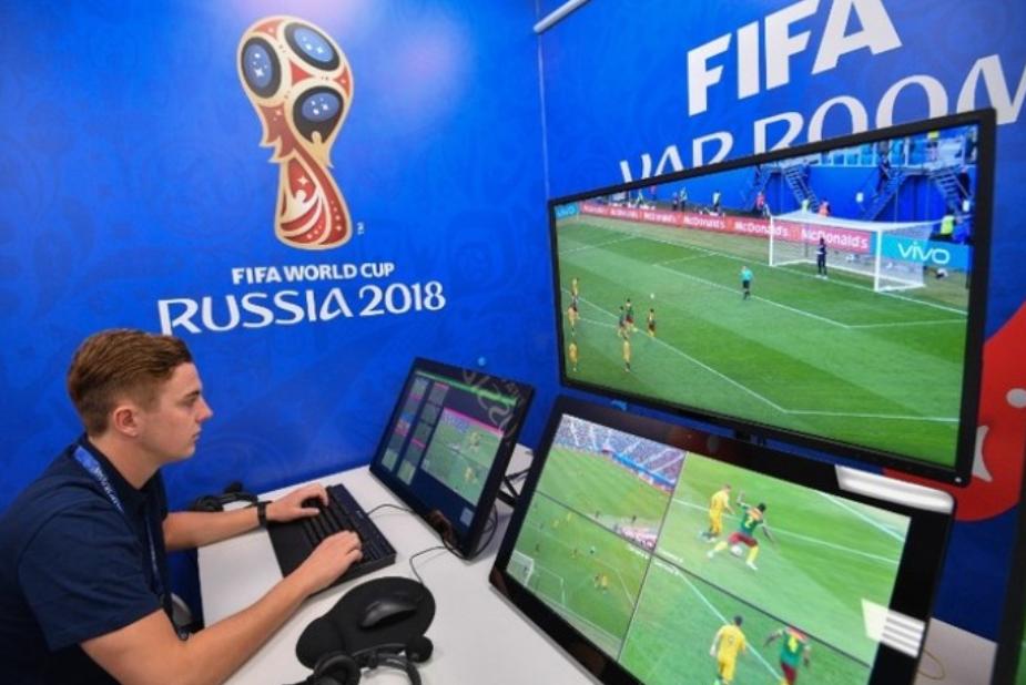 Điểm nhấn World Cup: Công nghệ VAR và lối đá khoa học, đồng đội
